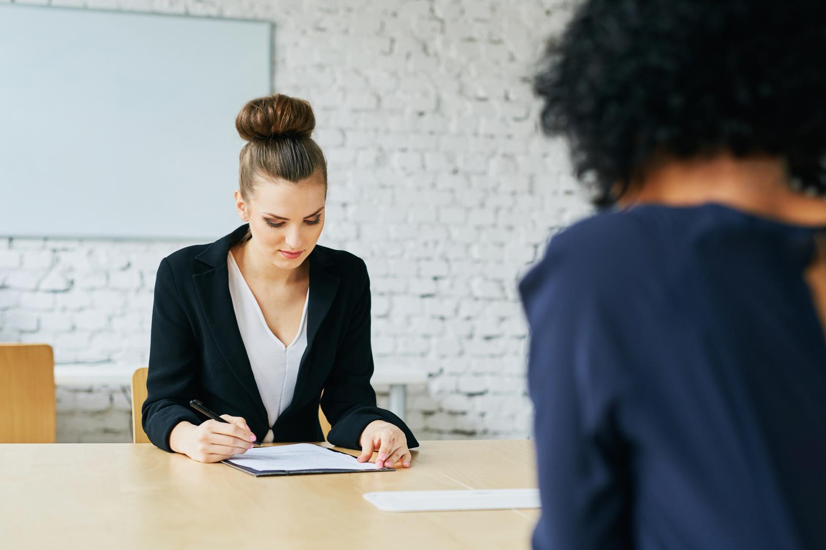 R ussir un entretien d 39 embauche le non verbal en action - Entretien d embauche cabinet d avocat ...